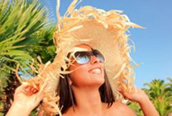 Protege tu cabello teñido en la playa